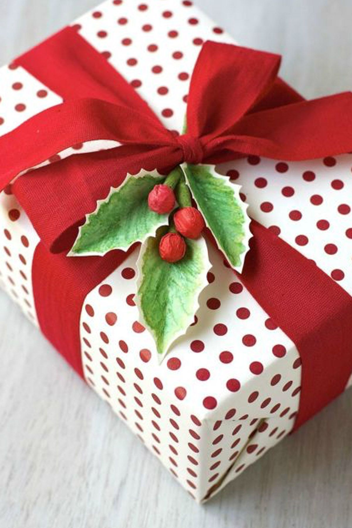 gift wrapping ideas Boughs of Holly & 45 Christmas Gift Wrapping Ideas - Creative DIY Holiday Gift Wrap