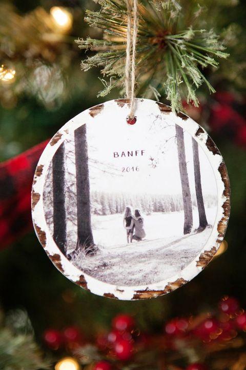 32 homemade diy christmas ornament craft ideas how to make holiday photo ornaments solutioingenieria Gallery