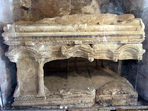 Stone carving, Carving, Hindu temple, Holy places, Architecture, Ancient history, Historic site, Arch, Ruins, Temple,
