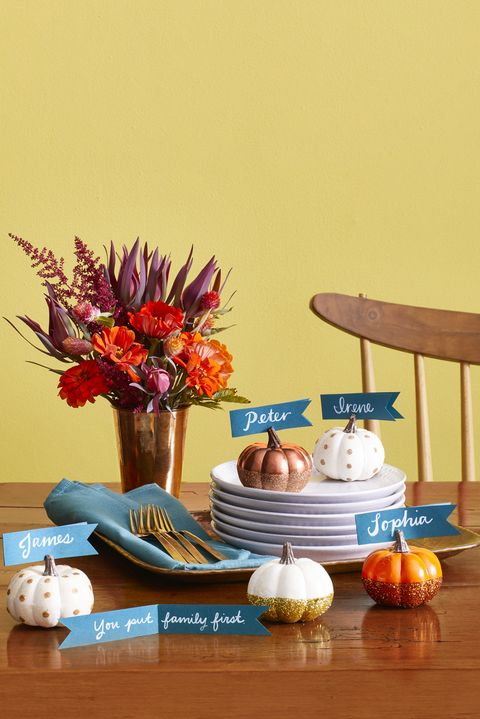 thanksgiving centerpiece pumpkin place cards