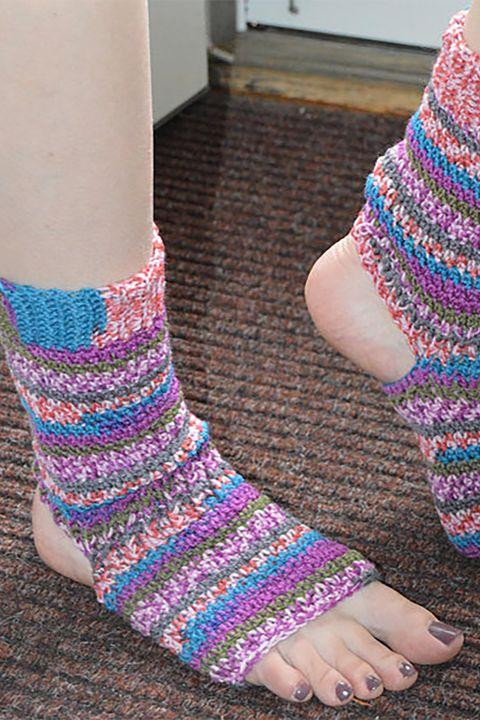 Wool, Ankle, Sock, Knitting, Toe, Leg, Joint, Fashion accessory, Foot, Human leg,