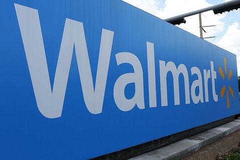 Walmart-sign-outside