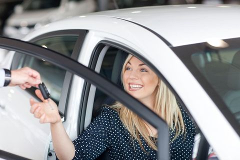 woman buying car