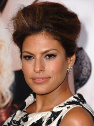 10 Eva Mendes Hairstyles, Haircuts and Color Ideas