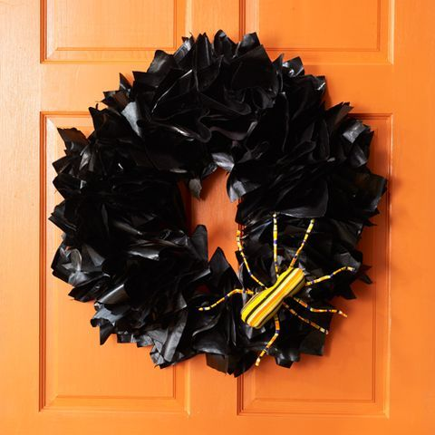 halloween party ideas - newspaper wreath