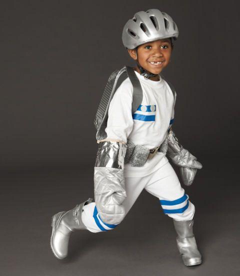 DIY Halloween Astronaut Costume  sc 1 st  Womanu0027s Day & Astronaut Halloween Costume u2013 Homemade Halloween Costumes