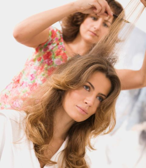 tease hair style how to make your look thinner and fashion 6031 | 54ebb682b7693 4 woman teasing hair xl