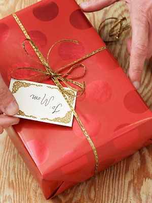How to wrap a gift present wrapping tips gift wrapping negle Images