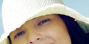 summer fashion - woman in hat