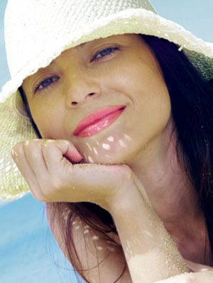 summer fashion - woman in hat
