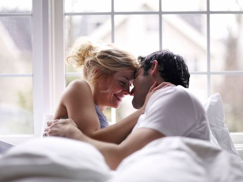 couple in their 30s in bed