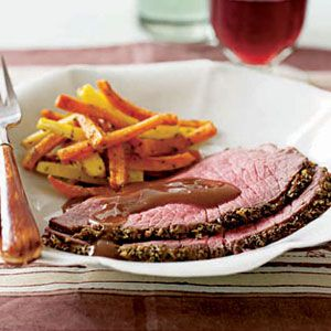 Herb-Coated-Roast-Beef-with-Vegetables-and-Gravy