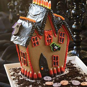 halloween cookies - haunted gingerbread cookie house