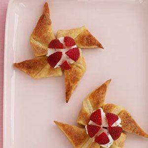 Strawberry-Ricotta-Pinwheels-Recipe