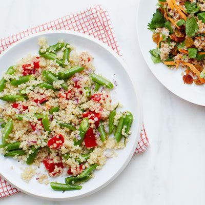 quinoa with roasted red pepper green beans and red onion
