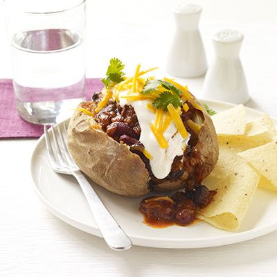 potatoes with chili con carne