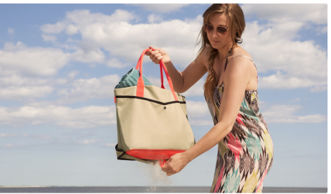Shake The Sand Away With This Mesh Bottom Beach Bag It S Designed A Reversible Flap Made To Open And Close Whenever You Want Keep Debris From