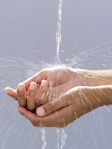 hand under running water