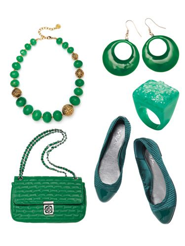 <p>Whether you prefer hunter, emerald, or Kelly, you'll be tempted to turn your closet into a green scene after taking a peek at these pretty ensembles. Flip through this slideshow to check out all you can do with the versatile hue.</p>