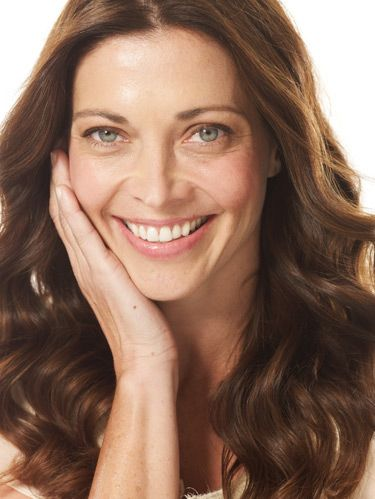 <p> </p><p>Missing your youthful glow and plump lips of years past? Learn how to take years off your look without heading to the dermatologist. Instead, try the following age-defying makeup tricks that'll give sagging skin a boost, deflate puffy eyes and more.</p>