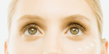 <p>A good night's sleep alone won't do the trick. Read on for four ways to beat dark circles under your eyes—and send your bags packing while you're at it.</p>