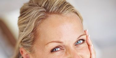 <p>Could the secret to shiny hair be a cup of tea? Can you zap a zit with yogurt? Try these ingenious tips—using kitchen ingredients—to look pretty in a pinch.</p>