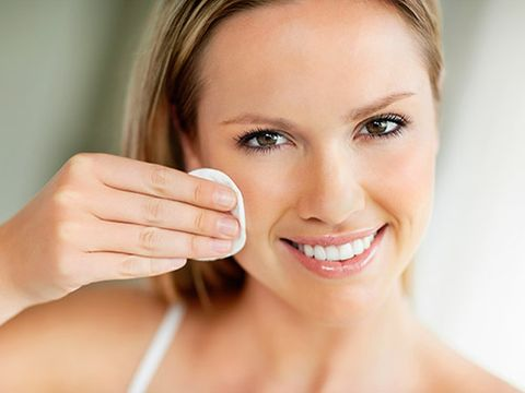 <p>Whether you want to remove your makeup, wash you face or moisturize, there's a wipe for that! See the best facial wipes that work wonders. </p>