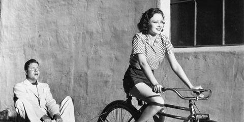 Footwear, Wheel, Bicycle tire, Tire, Bicycle wheel, Bicycle wheel rim, Bicycle frame, Leg, Bicycle fork, Bicycle,