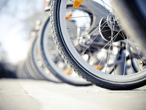 Tire, Wheel, Automotive tire, Rim, Spoke, Automotive wheel system, Bicycle tire, Synthetic rubber, Tread, Auto part,