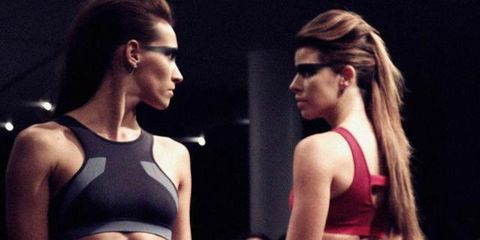 Human body, Brassiere, Shoulder, Waist, Trunk, Sportswear, Abdomen, Chest, Stomach, Undergarment,