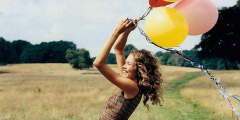 Balloon, Party supply, People in nature, Summer, Waist, Plain, Beauty, Sunlight, Grassland, Grass family,