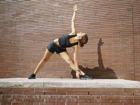 Human leg, Brick, Elbow, T-shirt, Brickwork, Knee, Waist, Calf, Stretching, Hip,
