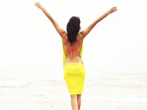 Shoulder, Elbow, Joint, Human leg, Waist, Standing, People in nature, Summer, Abdomen, Thigh,