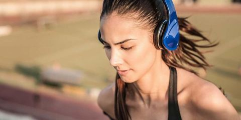 Chest, Active tank, Individual sports, Hair accessory, Throat, Sleeveless shirt, Hearing, Headphones, Headband,