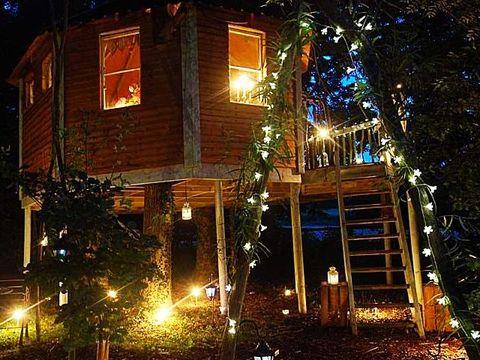 Lighting, Property, House, Home, Building, Facade, Real estate, Fixture, Midnight, Door,
