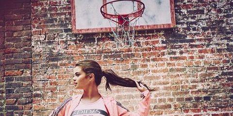 Arm, Basketball hoop, Brick, Human body, Shoulder, Waist, Active pants, Brickwork, Sportswear, Wall,