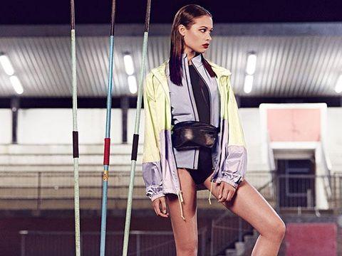 Sleeve, Jacket, Human leg, Bag, Street fashion, Thigh, Fashion, Beauty, Knee, Leather,