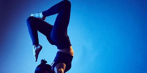 Human leg, Elbow, Joint, Knee, Waist, Wrist, Thigh, Electric blue, Muscle, Flash photography,