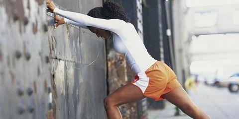 Leg, Shoe, Human leg, Elbow, Athletic shoe, Sneakers, Shorts, Active shorts, Knee, Back,