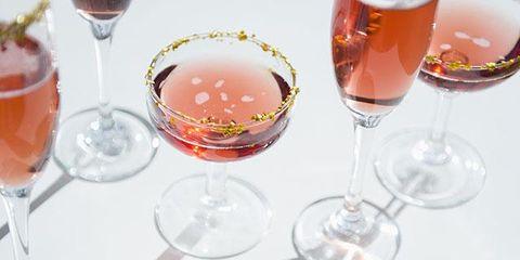 Stemware, Drinkware, Glass, Barware, Tableware, Drink, Dishware, Alcoholic beverage, Liquid, Wine glass,