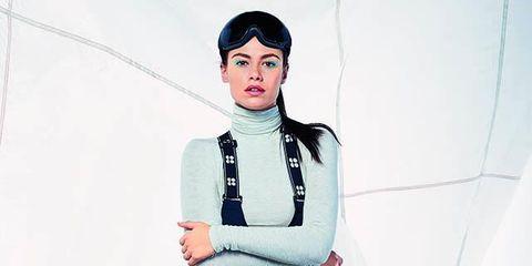 Sleeve, Shoulder, Collar, Style, Neck, Waist, Street fashion, Pocket, Belt, Scarf,