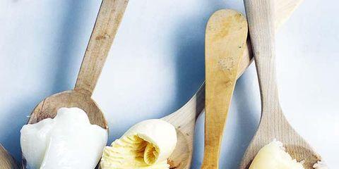 Yellow, White, Ingredient, Botany, Garlic, Flowering plant, Natural foods, Natural material, Cutlery, Kitchen utensil,