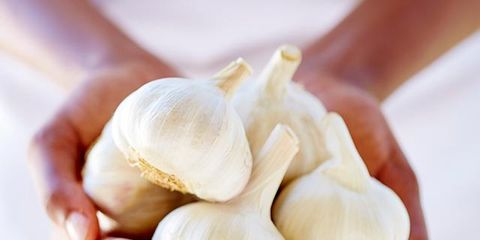 Finger, Garlic, Ingredient, Natural foods, Vegetable, Produce, Elephant garlic, Nail, Local food, Whole food,