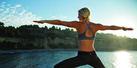 Human leg, Elbow, Joint, Active pants, Exercise, Physical fitness, Waist, Knee, yoga pant, People in nature,