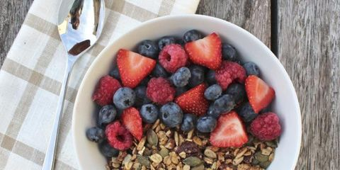 Food, Tablecloth, Produce, Serveware, Ingredient, Dishware, Tableware, Fruit, Linens, Frutti di bosco,