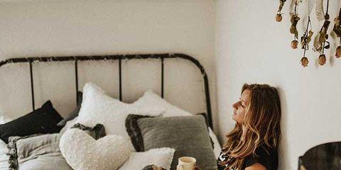 Room, Bedroom, Furniture, Pillow, Bed, Comfort, Bedding, Bed sheet, Leg, Linens,