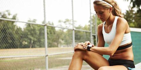 Clothing, Leg, Shoe, Human leg, Sitting, Leisure, Athletic shoe, Knee, Summer, Elbow,