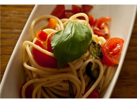 Food, Cuisine, Ingredient, Produce, Noodle, Chinese noodles, Spaghetti, Vegetable, Tableware, Bowl,